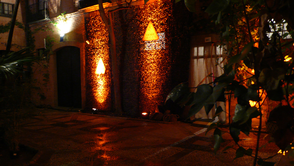 patio_caballos_rojo